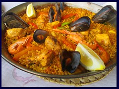 Calpe New City Centre 21 - a paella at a fishing restaurant at the beach
